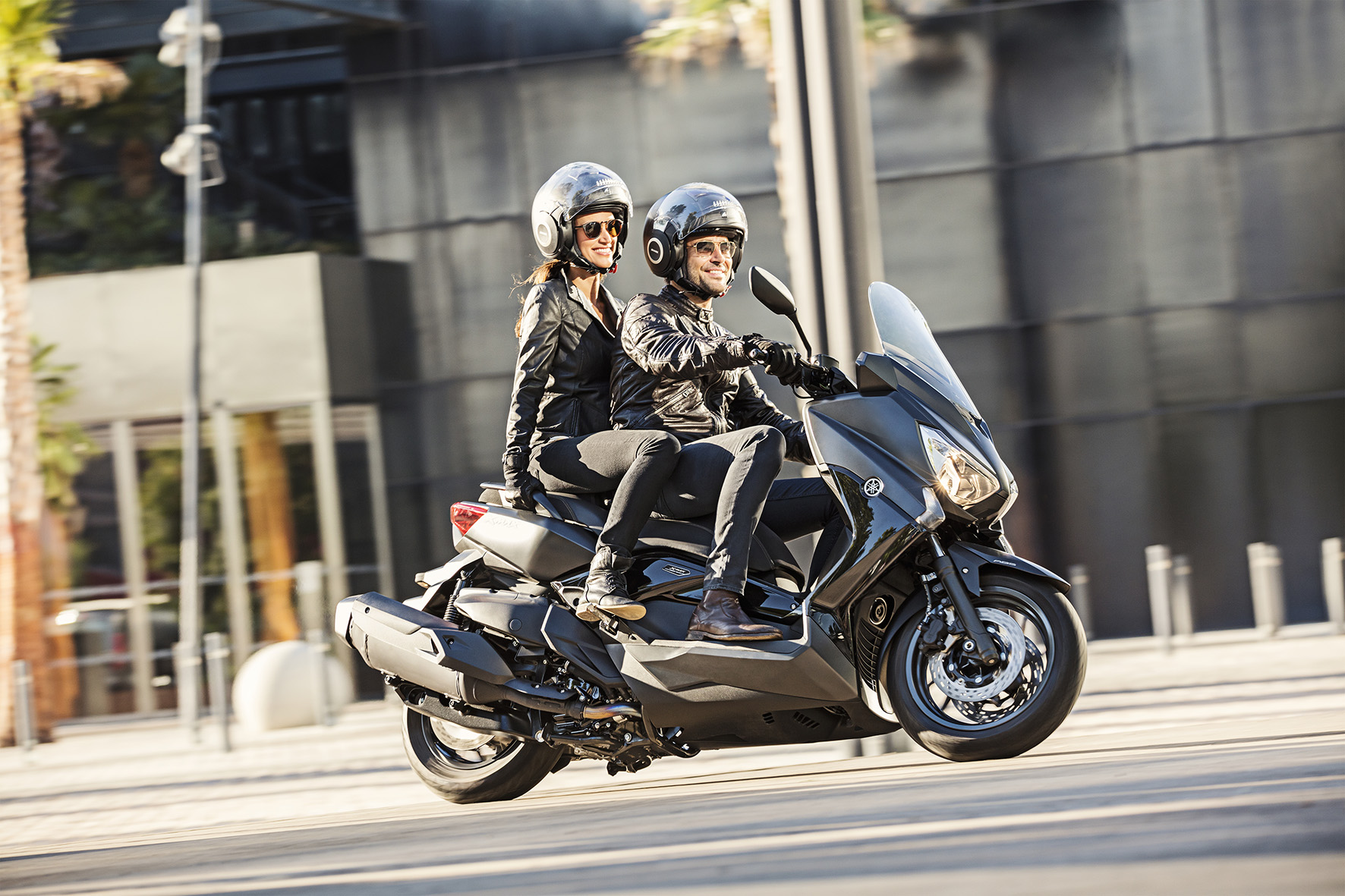 Redefine your streets met de Yamaha X-MAX IRON MAX