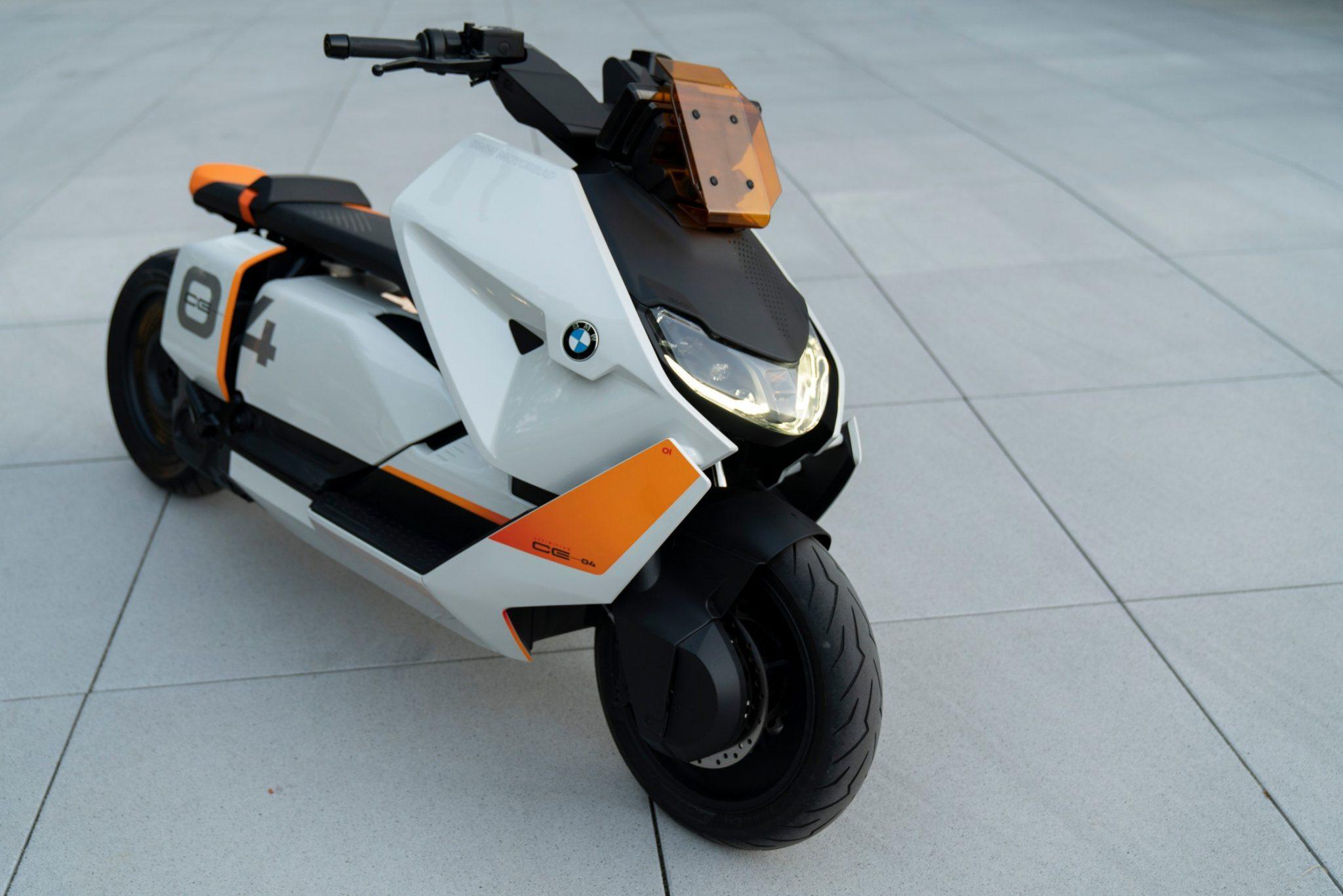 Nieuw! BMW Definition CE 04