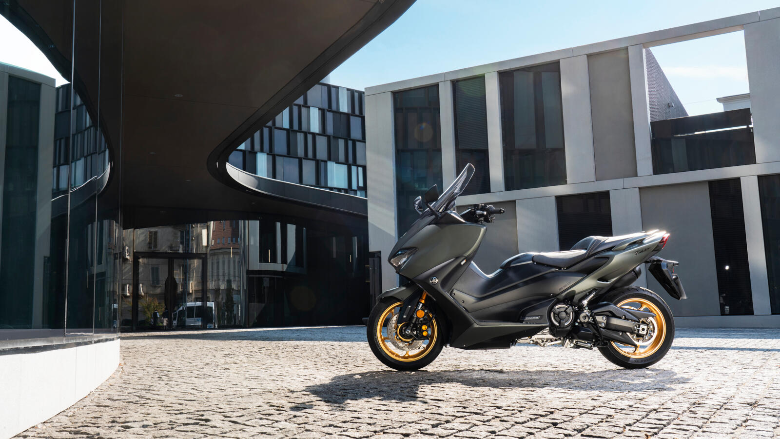 Euro5 en nieuwe kleuren voor Yamaha TMAX en XMAX