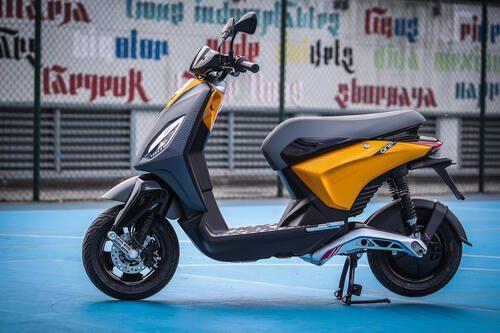 """TikTok-preview voor de """"ONE"""", de nieuwe elektrische scooter van Piaggio. Ontworpen in Italië en bedoeld voor een jong publiek, is de """"ONE"""" een combinatie van kleur, verbeelding, stijl, veiligheid en technologie die nog nooit op een elektrische scooter is gezien."""