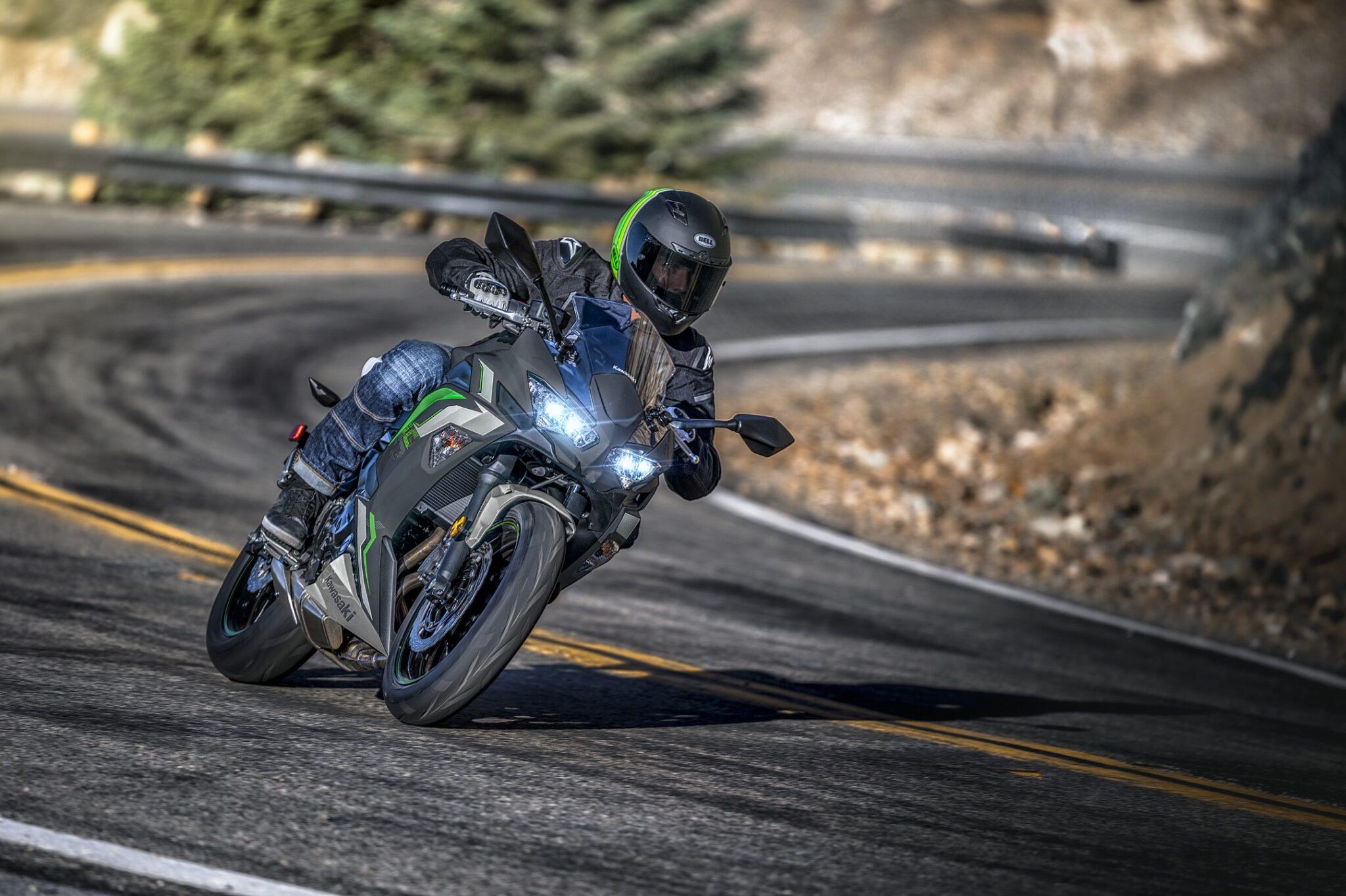 Kawasaki maakt nieuwe 2022 kleuren voor de Ninja 650 bekend